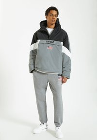 PULL&BEAR - Windbreaker - grey - 1
