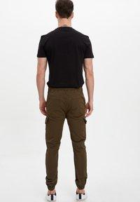 DeFacto - Cargo trousers - khaki - 2