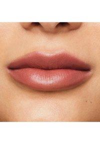 bareMinerals - MINERALIST HYDRA-SMOOTHING LIPSTICK - Lipstick - focus - 2