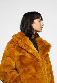 Missguided Petite - SHORT COLLAR COAT - Winter jacket - camel - 4