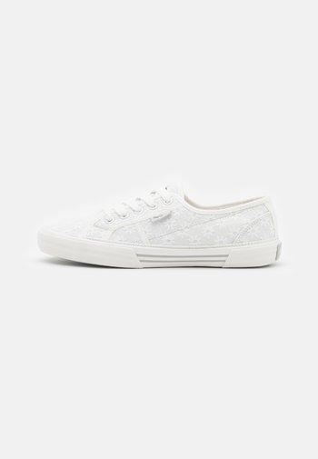 ABERLADY LACE - Sneakersy niskie - white