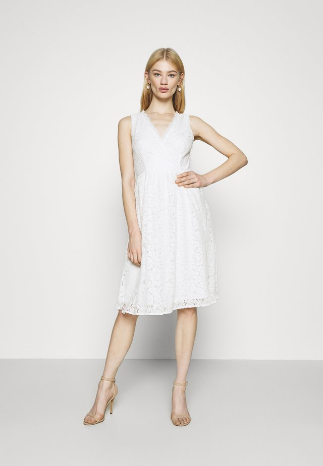 VIFIORELLA DRESS - Sukienka koktajlowa - cloud dancer