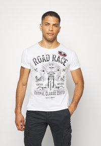 Key Largo - MOTORBIKE ROUND - Print T-shirt - off-white - 0