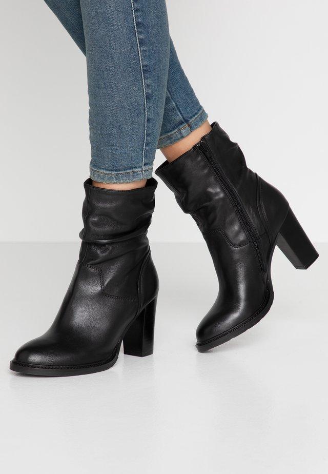 DIVETTE - Kotníková obuv na vysokém podpatku - black