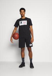 Champion - CREWNECK  - T-shirt imprimé - black - 1