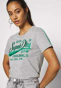 Superdry - PIPING ENTRY TEE - T-shirts med print - grey - 4