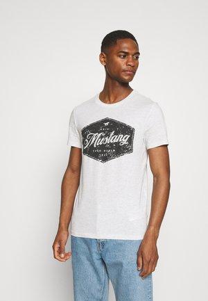 AARON - T-shirt med print - light grey melange