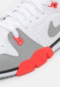 Nike Sportswear - CROSS TRAINER - Trainers - white/light smoke grey/black/bright crimson - 7