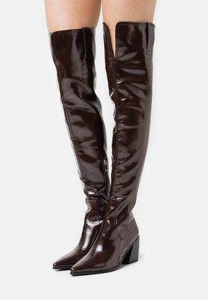 PHYLLIS - Høye støvler - brown