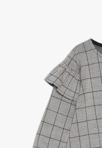 Turtledove - CHECK FRILL SLEEVE - Vestido ligero - grey/black - 3