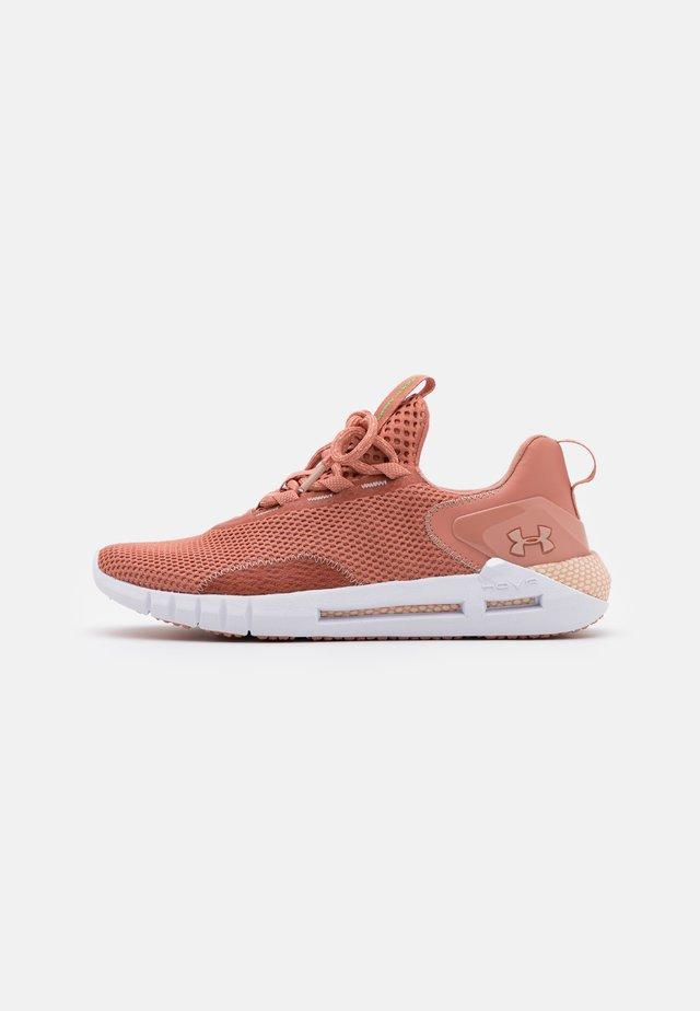 HOVR  - Sportovní boty - mocha/rose
