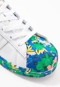 adidas Originals - SUPERSTAR  - Zapatillas - footwear white/legend ink - 5