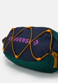 Converse - SWAP OUT SLING UNISEX - Sac banane - obsidian/midnight clover/cactus - 3