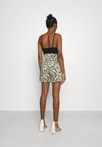 Gina Tricot - EXCLUSIVE AYDEN - Shorts - black/multicoloured - 2