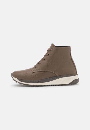 CAMILE - Šněrovací kotníkové boty - adria taupe