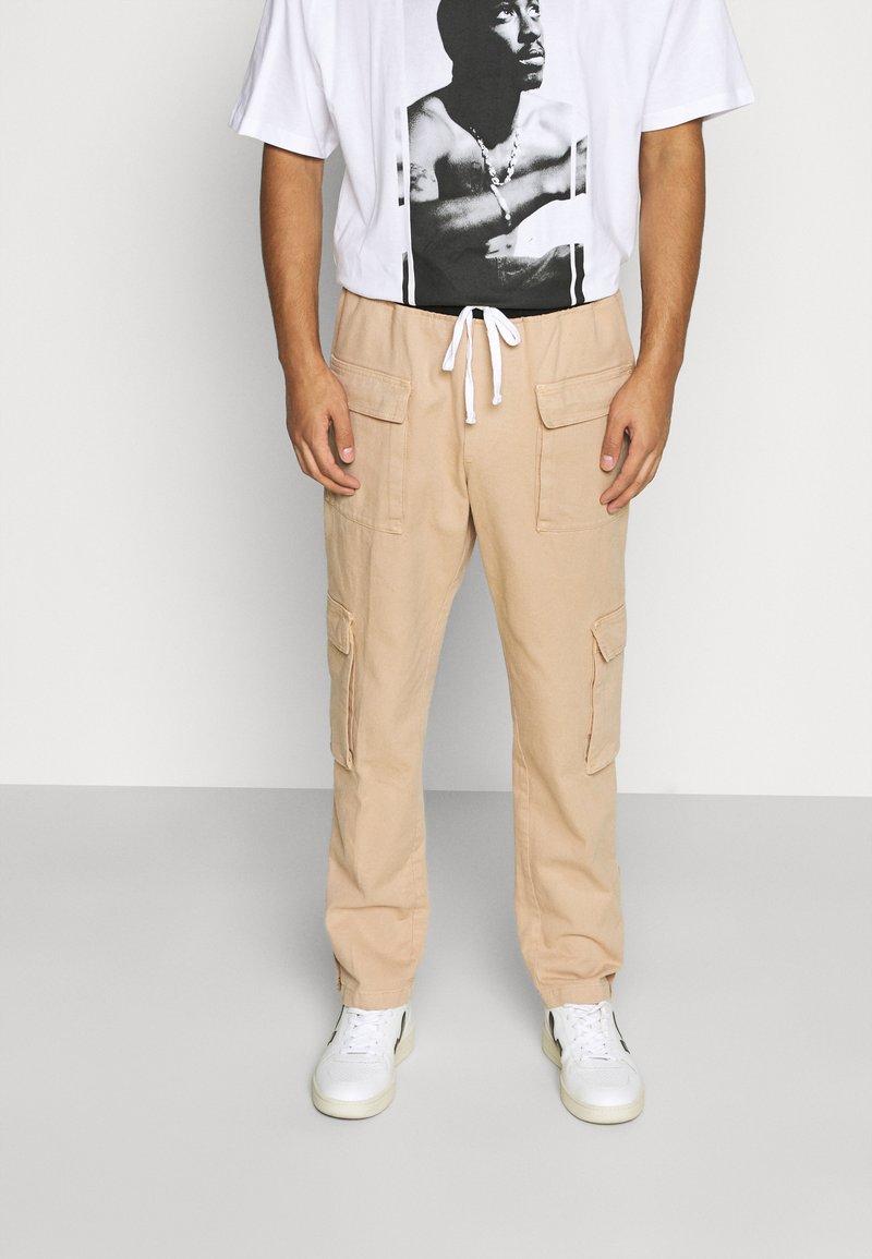 Mennace - POPPER PULL ON PANT - Trousers - stone