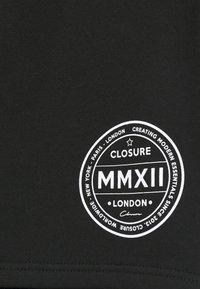 CLOSURE London - LOGO EMBLEM  - Shortsit - black - 4