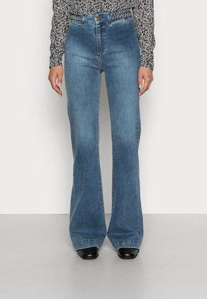 NEW SUSANNE - Flared Jeans - blaze stone