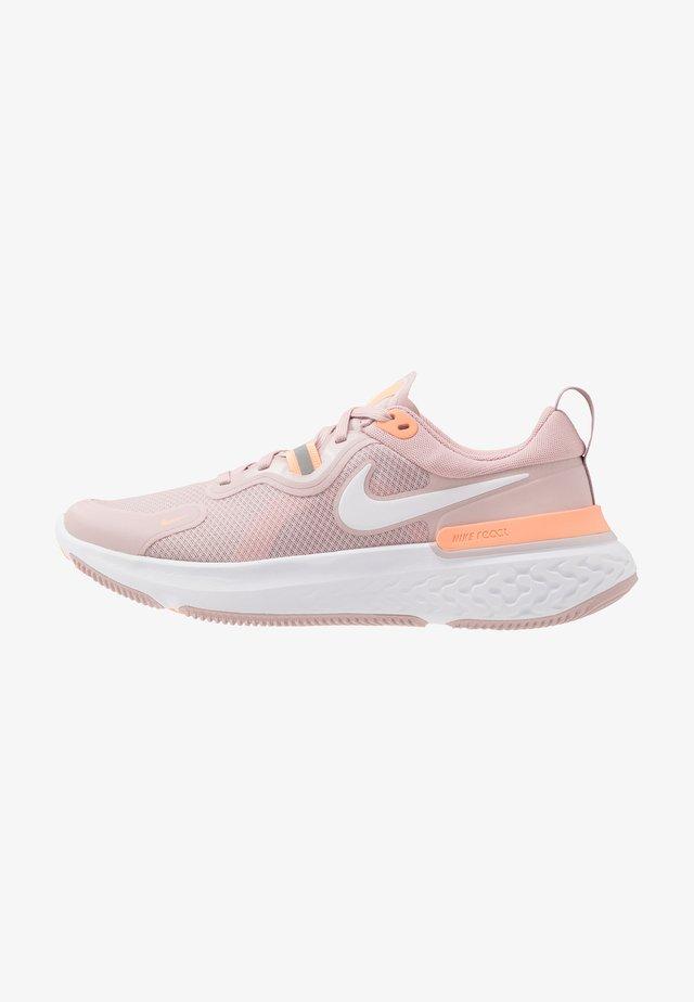 REACT MILER - Neutral running shoes - champagne/white/barely rose/orange pulse