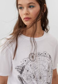 Stradivarius - Print T-shirt - off-white - 3