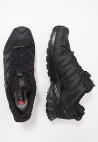 Salomon - XA PRO 3D V8 - Běžecké boty do terénu - black - 6