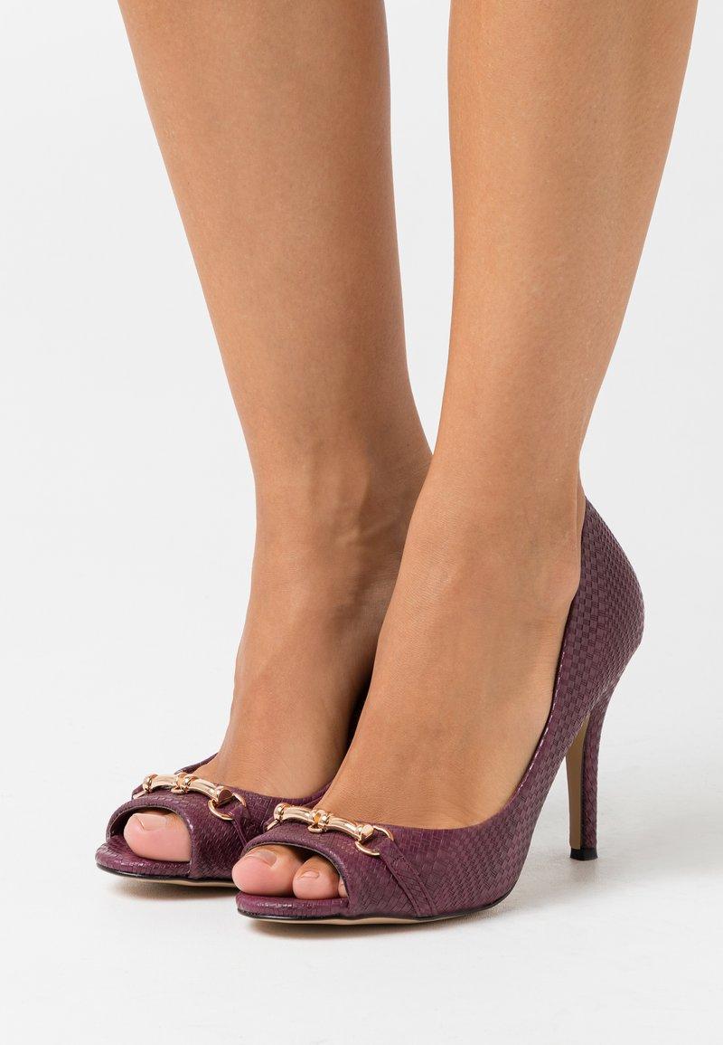 Wallis - CRAVE - Peeptoe heels - berry