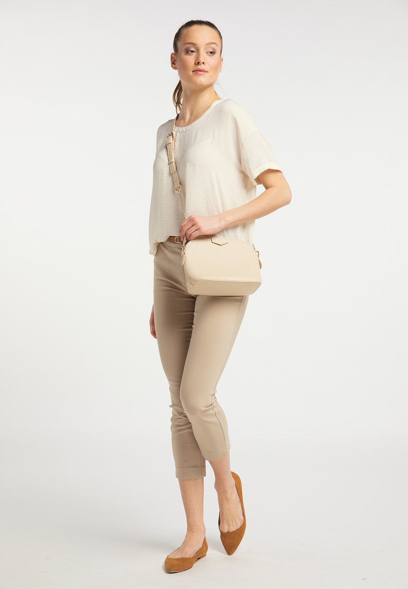 usha - Across body bag - cream