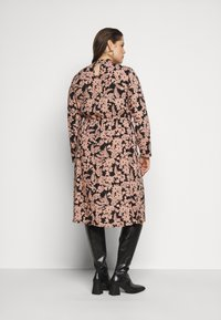 Pieces Curve - PCZINE DRESS CURVE - Hverdagskjoler - black/misty rose - 2