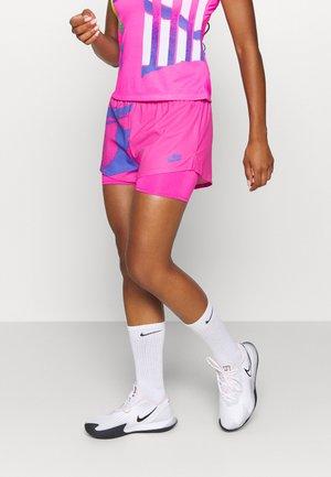 SLAM SHORT - Pantalón corto de deporte - pink foil/sapphire