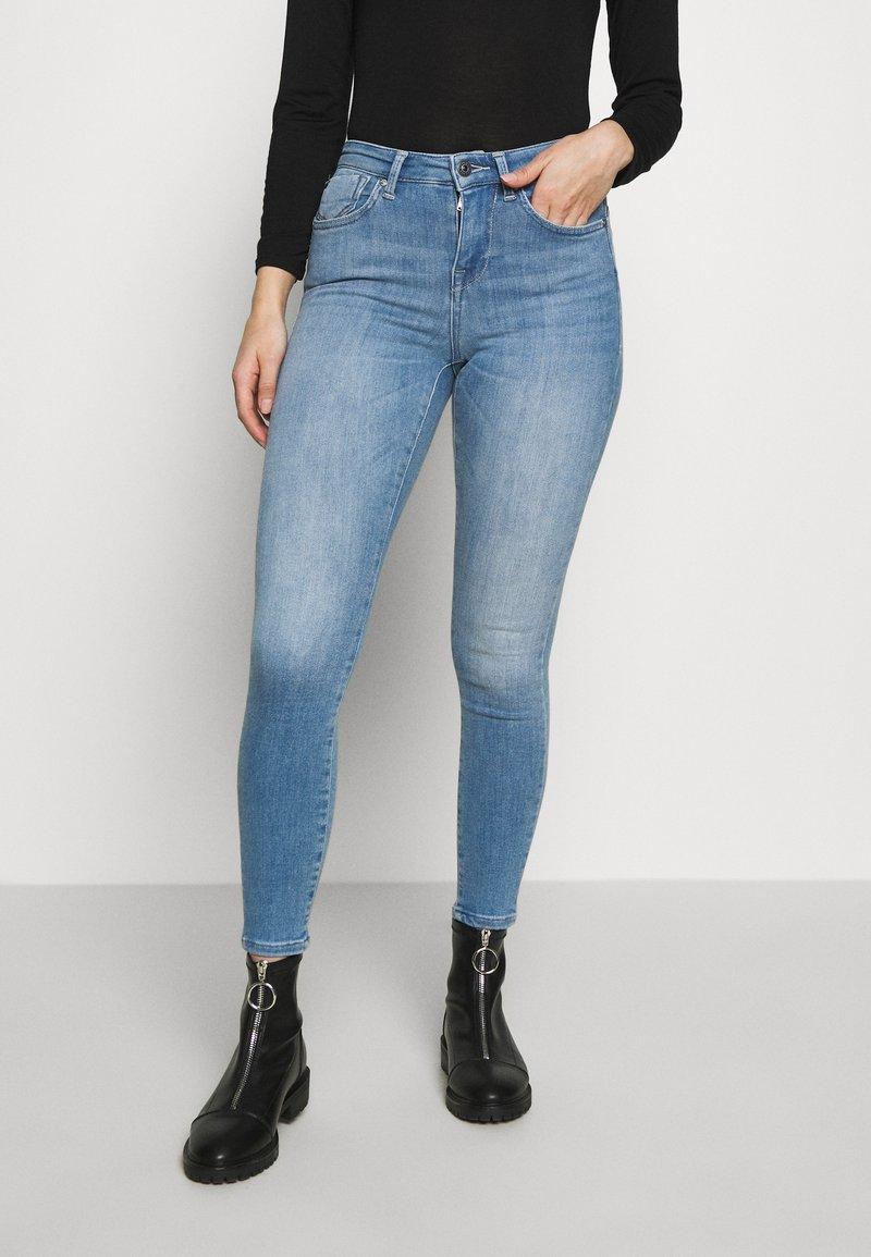 ONLY Petite - ONLPOWER MID PUSH UP  - Skinny džíny - light blue denim