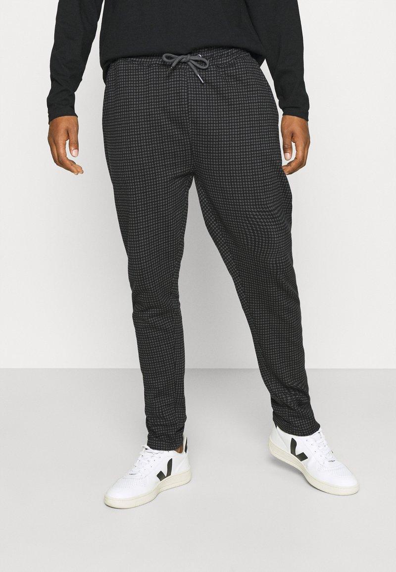 Nominal - MINI CHECK TROUSER - Trousers - black