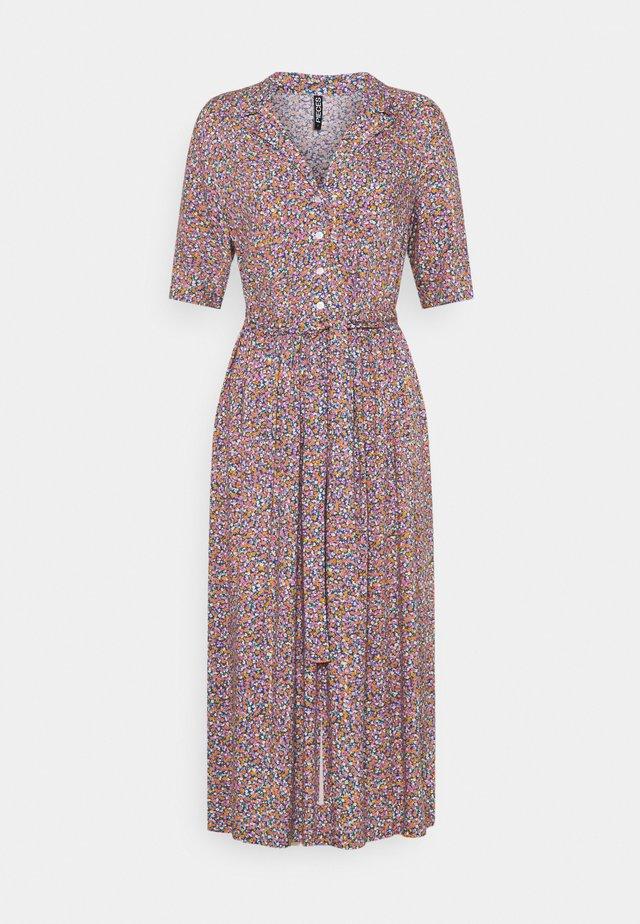 PCTIMBERLY DRESS TALL - Košilové šaty - deep ultramarine