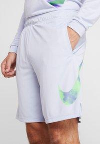 Nike Performance - NATURAL HIGH - Pantalón corto de deporte - ghost - 4
