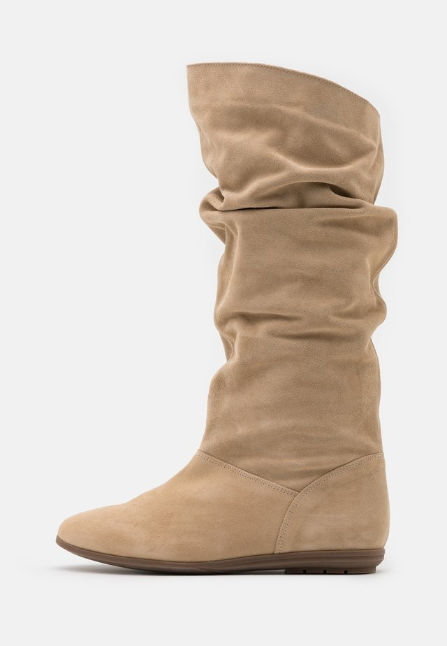 Boots - sand