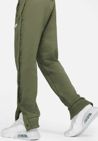 Nike Performance - FC PANT - Träningsbyxor - medium olive/clear - 4
