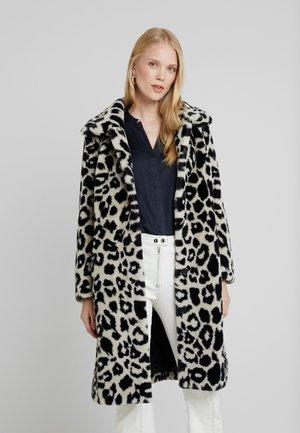 PROGRAM - Zimní kabát - wolf