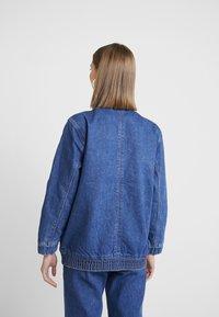 Abrand Jeans - A TINA JACKET - Denim jacket - debby - 2