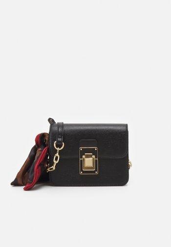 TRAENIA - Across body bag - jet black/light gold-coloured
