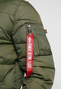 Alpha Industries - INJECTOR III PUFFER - Light jacket - dark green - 4