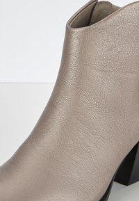 ECCO - SHAPE WESTERN - Ankle boots - warm grey - 5