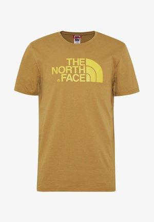 M S/S EASY TEE - EU - Print T-shirt - british khaki