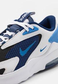 Nike Sportswear - AIR MAX BOLT UNISEX - Trainers - blue void/signal blue/white/black - 5