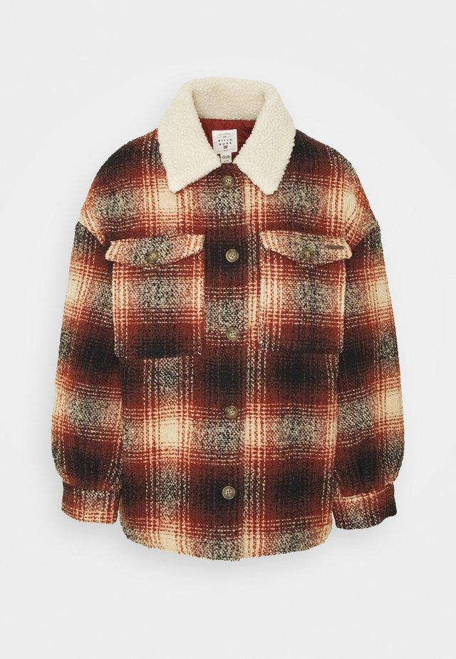 LUCKY GIRL - Halflange jas - brick