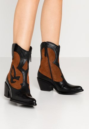 Cowboy/biker ankle boot - nero/penny
