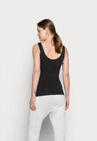 Pieces Maternity - PCMRENNY SEAMLESS LOUNGE - Top - black - 2