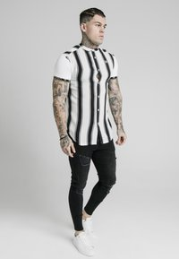 SIKSILK - Shirt - black/white - 3