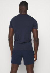 Jack & Jones Performance - JCOZSS TEE - Basic T-shirt - navy blazer - 2