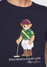 Polo Ralph Lauren - Print T-shirt - cruise navy - 5