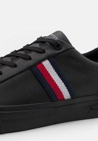 Tommy Hilfiger - CORPORATE  - Sneakersy niskie - black - 5