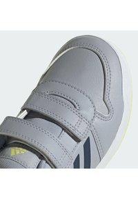 adidas Performance - TENSAUR UNISEX - Sportschoenen - silver/yellow - 8